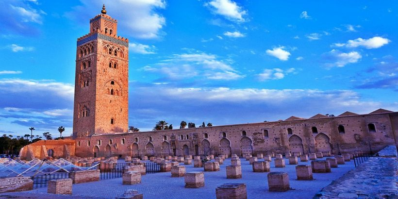 Vue-de-la-Koutoubia-Marrakech-et-ruines-de-la-primo-mosquee